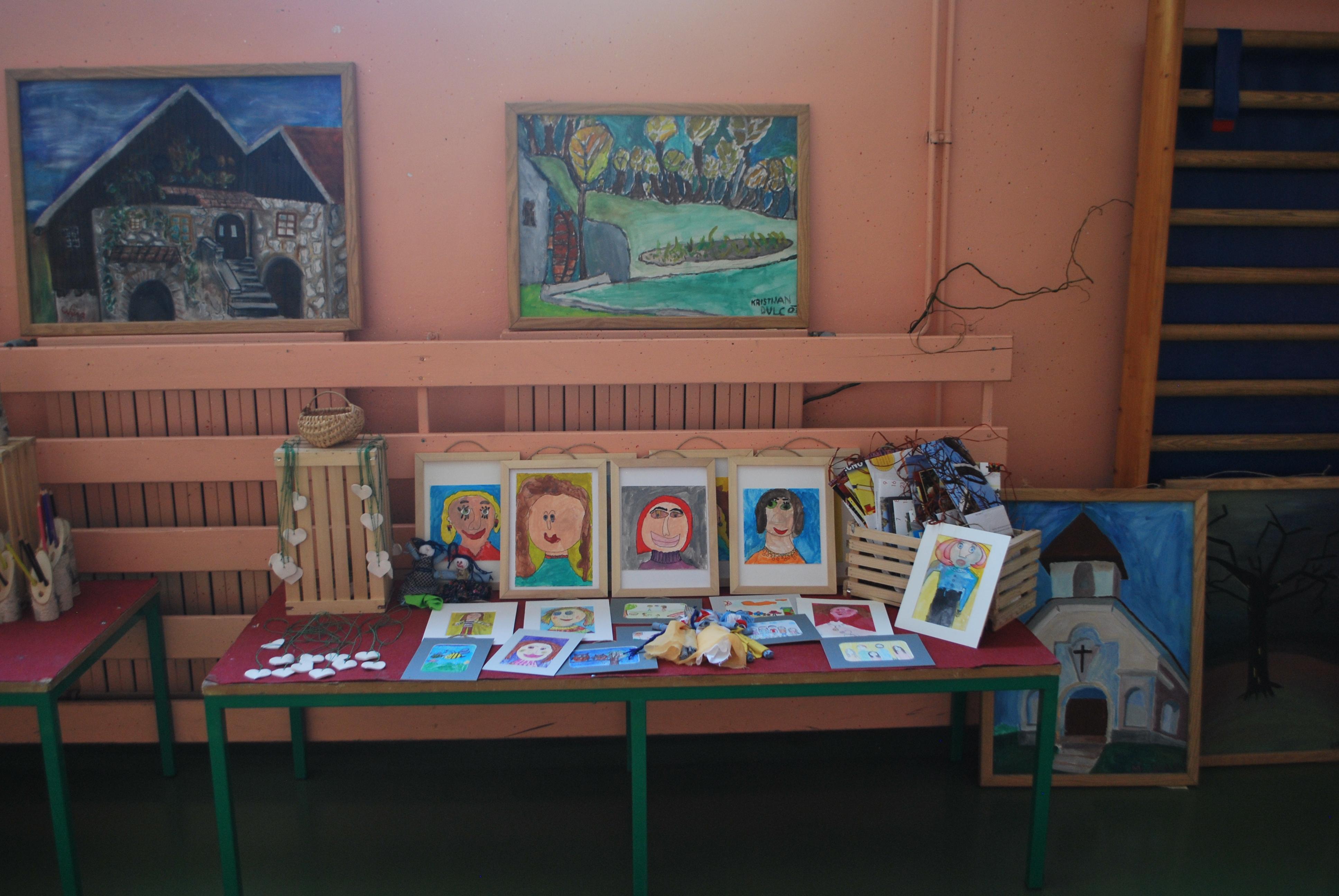 Materinski dan in šolski bazar na OŠ Stari trg ob Kolpi